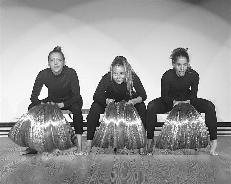 להקת סילבר דאנס קומפני silver dance company שלוש רקדניות