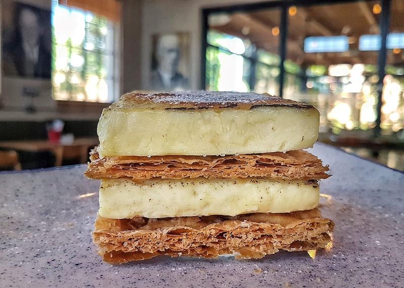 קינוח קרם ברולה עוגת שכבות מסעדת קופינאס