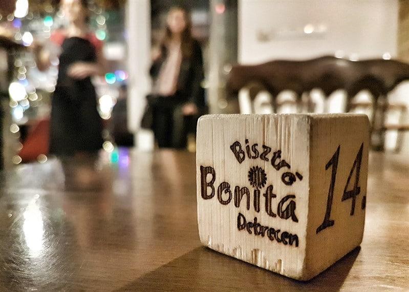 קוביה מעץ ביסטרו מסעדה איטלקית דברצן